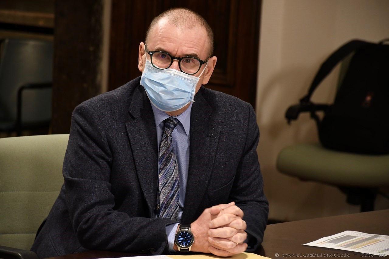 Il direttore della sanità Claudio Dario va in pensione, il saluto della presidente