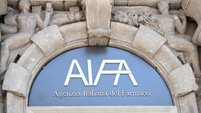 Aifa, sospensione precauzionale del vaccino AstraZeneca in tutta Italia