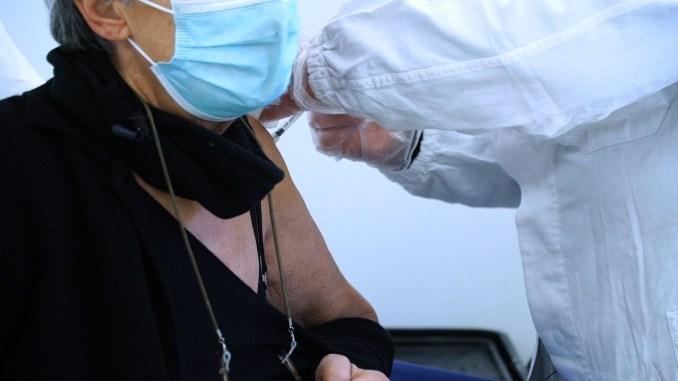 Vaccinazione anticovid 80enni, 744 dosi nella prima giornata alla Usl Umbria 1