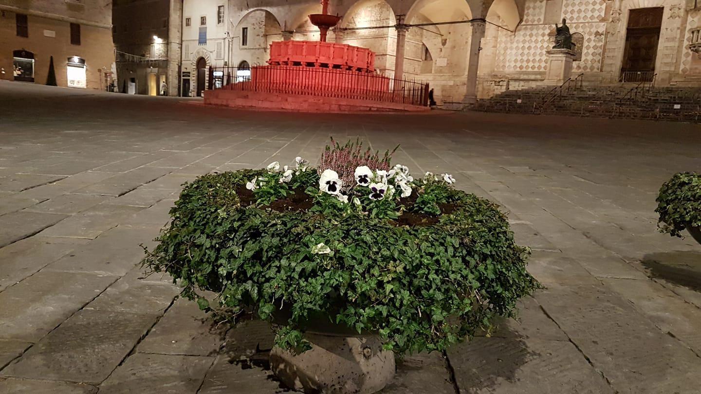 Perugia, 8 marzo, monumenti illuminati di rosa e di giallo