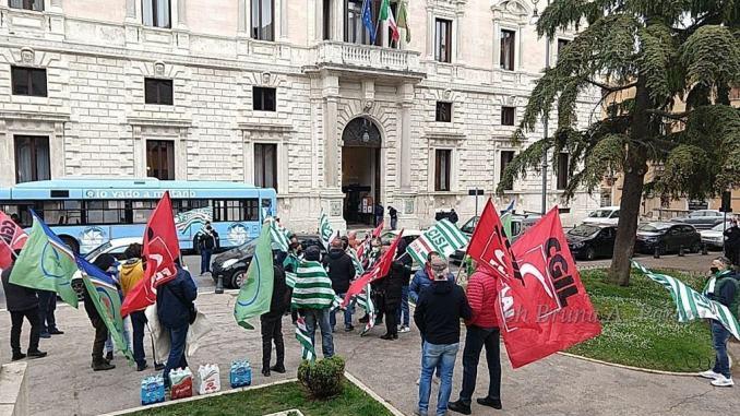 Lavoratori agricoli senza ristori: sabato presidio di protesta sabato 10 aprile piazza Italia