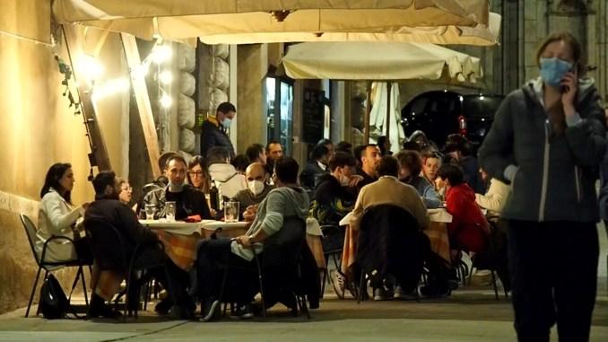 Italia bianca, a giugno la svolta, continuano a scendere sia i contagi sia i ricoveri