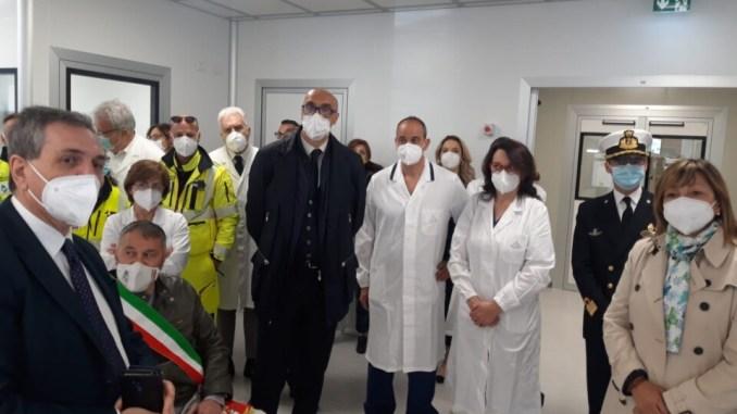 Foligno, inaugurato il modular hospital con 12 posti letto di terapia intensiva