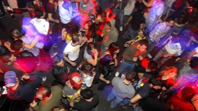 Musica a palla e tutti a ballare, multa e chiuso locale a Pian di Massiano