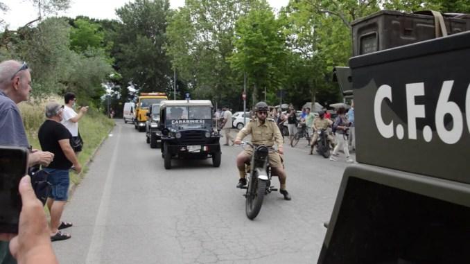 La colonna della libertà sfila intorno al Trasimeno, 120 mezzi militari storici