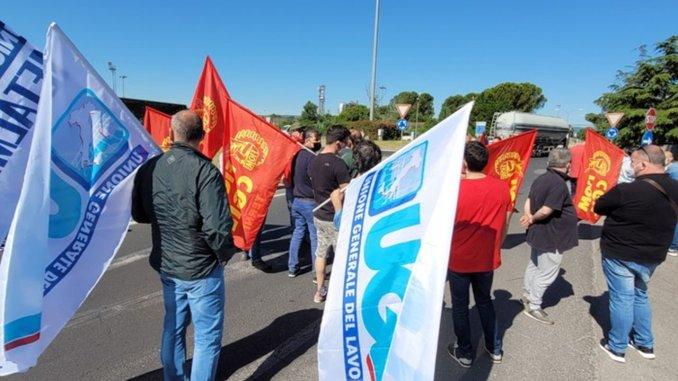 Nuova protesta, questa mattina a Terni, dei lavoratori della Savit