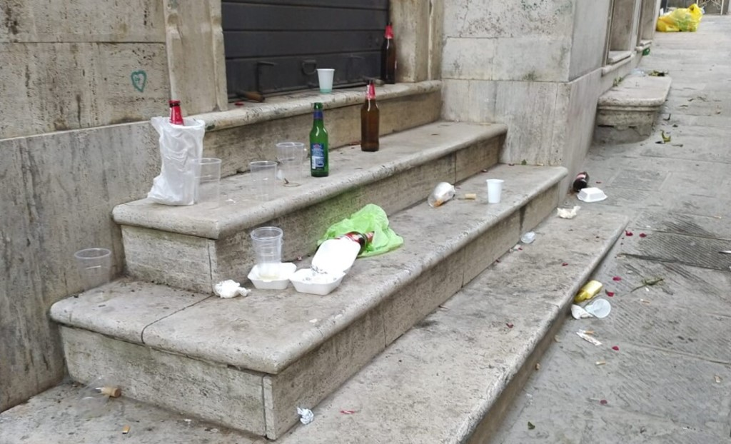 Movida, una notte da incubo in centro a Perugia, droga, urina ed escrementi umani