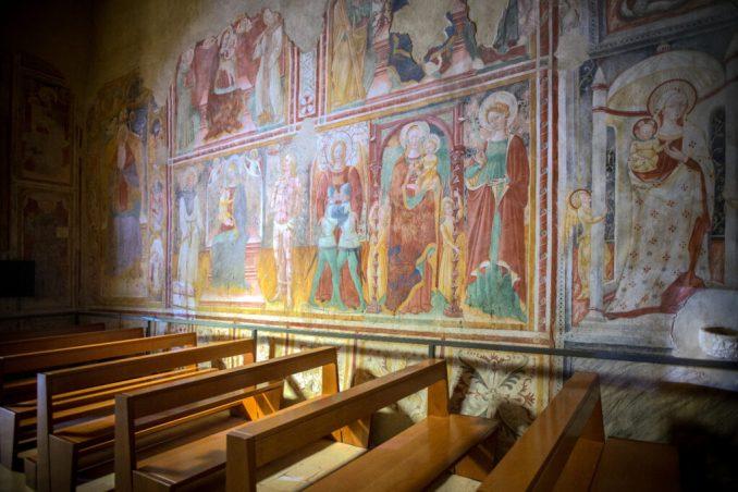 Interno Madonna delle Grazie di Rasiglia (PG)