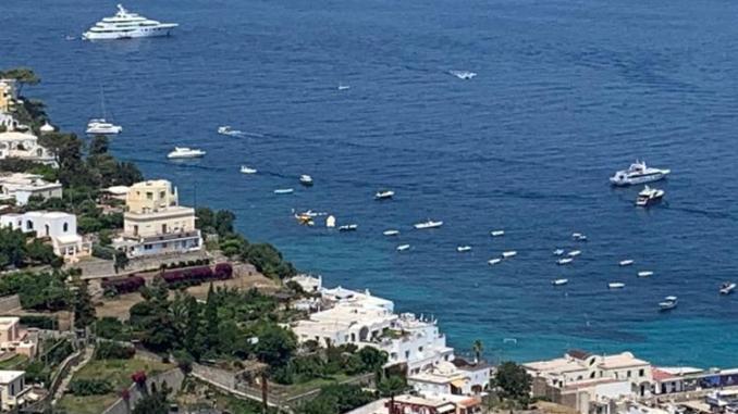 Capri, minibus esce di strada e precipita: feriti, non risultano morti
