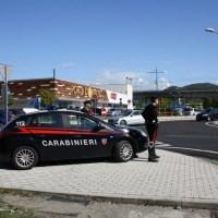 Auto sospetta segnata da un cittadino ai Carabinieri, fermate 4 persone