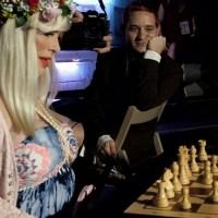 """Ilona Staller a Perugia, gioca a scacchi per salvare Figolandia, """"Scacco matto a Cicciolina"""" 📸 🔴 FOTO E VIDEO"""