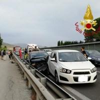 Incidente stradale sulla 75 Centrale Umbra, feriti lievi, anche 2 bimbi