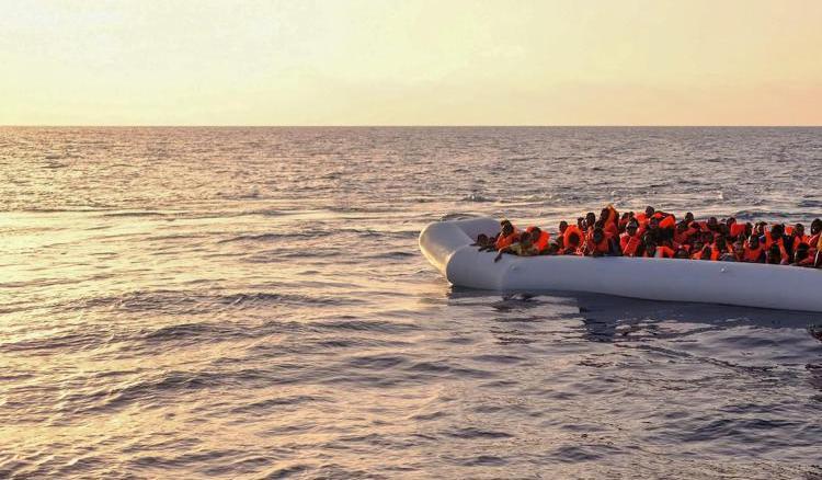 Migranti, sbarchi senza sosta a Lampedusa: in tre giorni oltre 1.400 arrivi