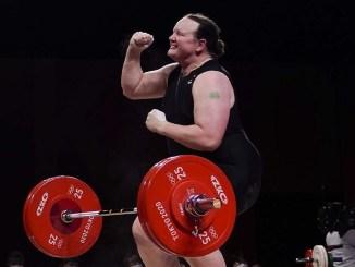 Olimpiadi: fuori dai Giochi atleta trasgender sollevamento pesi