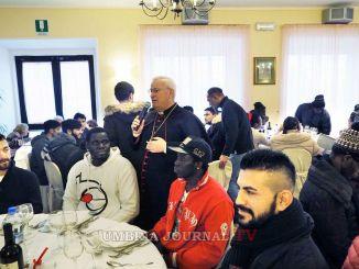 Pranzo di Natale a Perugia con il cardinale Bassetti