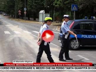 Perugia, mezzo pesante perde carburante strada chiusa dalla municipale
