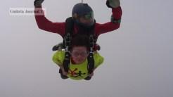 Nonna vlocante si lancia col paracadute (5)