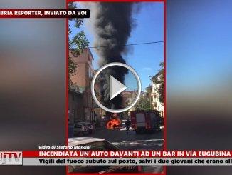 Incendio auto in via Eugubina a Perugia, due ragazzi salvi per miracolo