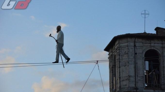 Il funambolo di Perugia e il suo spettacolo (11)