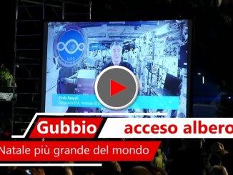 Acceso a Gubbio Albero di Natale più grande del mondo, collegamento con Paolo Nespoli