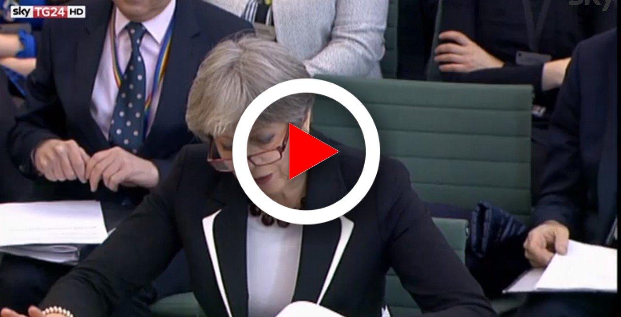 Brexit, May si prepara a scongiurare la rivolta dei falchi video