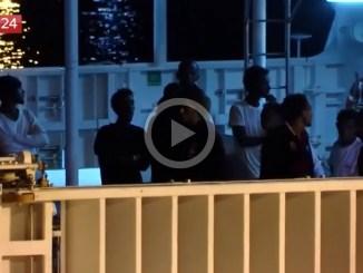 """Papa guarda i video-shock dei lager in Libia: """"Riportare i migranti? Pensateci bene"""""""