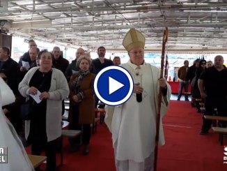 Il cardinale Gualtiero Bassetti è andato al Luna Park, ecco perché, video