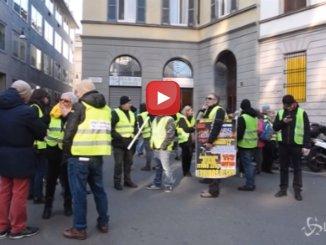 Milano, i gilet gialli in piazza davanti alla Goldman Sachs OK