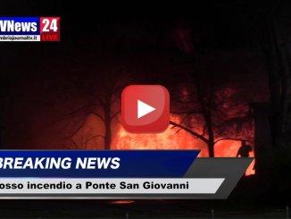 Incendio a Ponte San Giovanni, fiamme alla Biondi recuperi