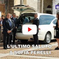 Lacrime, dolore e silenzio, l'ultimo saluto a Sofia Perelli, i funerali