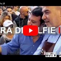 Gara di selfie tra Matteo Salvini ed Eugenio Guarducci a Eurochocolate