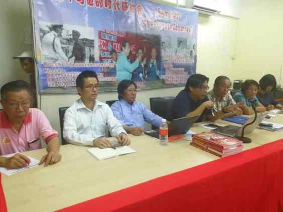 何启才老师(左四)发表题为《是非成败论英雄:如何评价陈平的历史地位?》的演说。