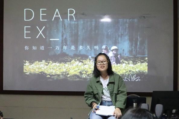 马大中文系大二生辜秋柔透过台湾悲情喜剧电影《谁先爱上他的》,与来宾探讨电影中的主题:性别、爱情、家庭与伦理观念。