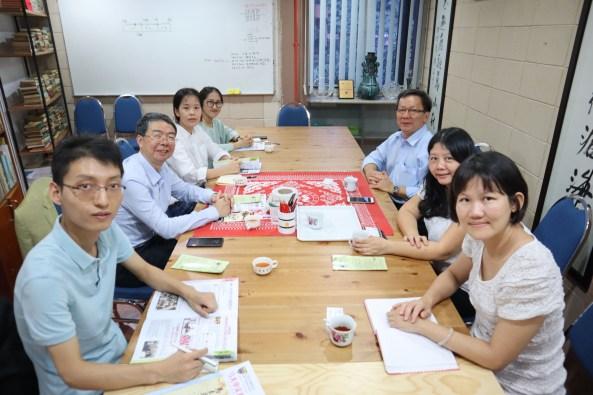 左边为中国暨南大学国际关系学院/华侨华人研究院代表,右边为马大中文系代表。