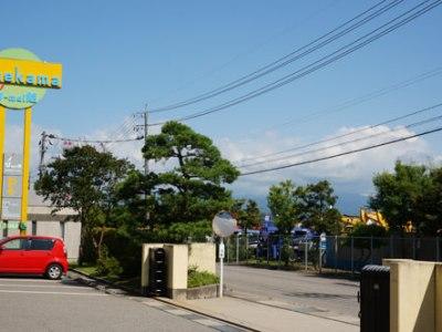 富山(北陸・東北)が梅雨明け 前庭の蓮に蕾ができました