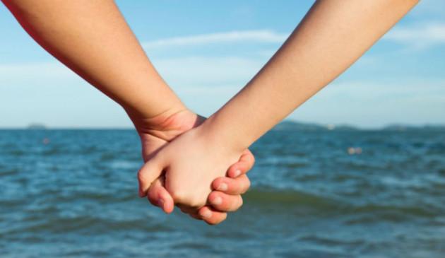 Holding-Hands-friends