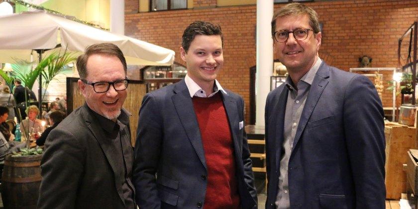 Till höger Peter Lidström, COS Systems, tillsammans med medarbetarna Björn Wännman och Isak Finér