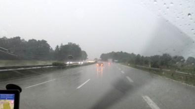 Starkregen auf der A7 bei Hamburg