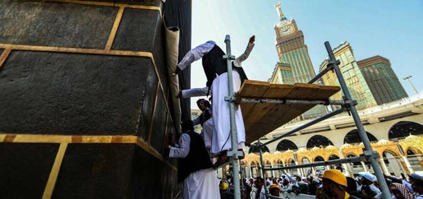 Kaaba kiswa raised indicating beginning of Hajj season