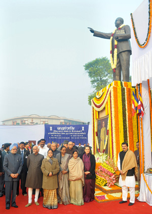 President MRs. Pratibha Devisingh Patil, Vice President Mohd. Hamid Ansari, Prime Minister Dr. Manmohan Singh and other dignitaries after paying tributes to Dr. B.R. Ambedkar on his Mahaparinirvan Diwas, in New Delhi on December 06