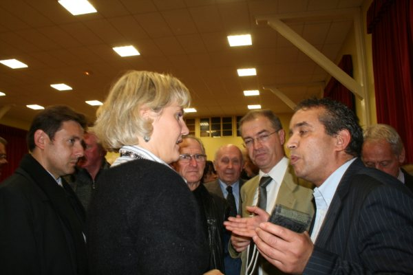 photo_conversation_nadine_morano_avec_militants_img_5461_1_