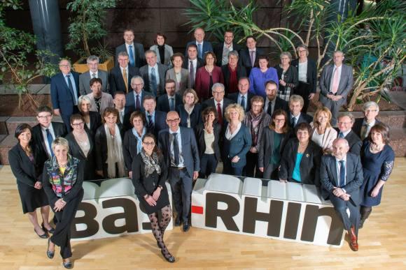 Frédéric BIERRY, nouveau Président du Conseil départemental du Bas-Rhin, entouré des élus du Conseil - 02-04-2015 © CD67