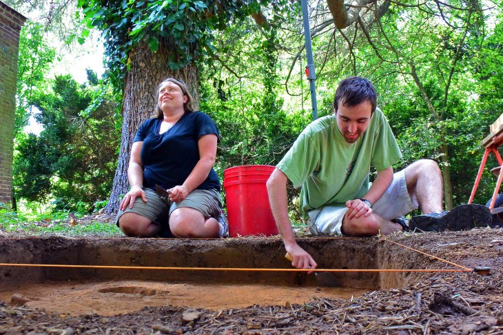 UMW students, anthropology major Cathy Nichols, and historic preservation and theater major Michael Townsend, work on a 5-by-5 plot at the Sherwood site in search of artifacts that will shed light on the lives of past residents. Photos by Maria Schultz.