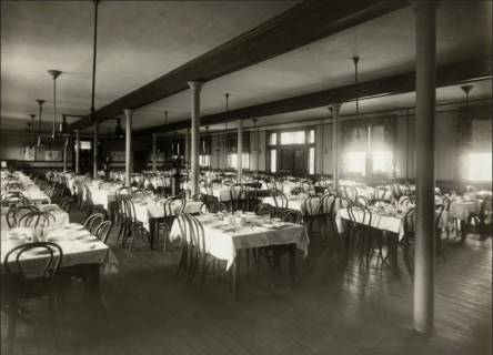 Willard Hall dining hall, circa 1915. Special Collections and University Archives.