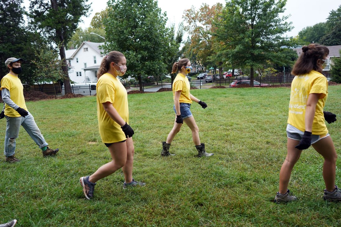 From left to right: Lance Whitesel, Faith Jones, Paige Beidelman and Brenna Creamer spread out and socially distanced while volunteering with Tree Fredericksburg. Photo by Suzanne Carr Rossi.