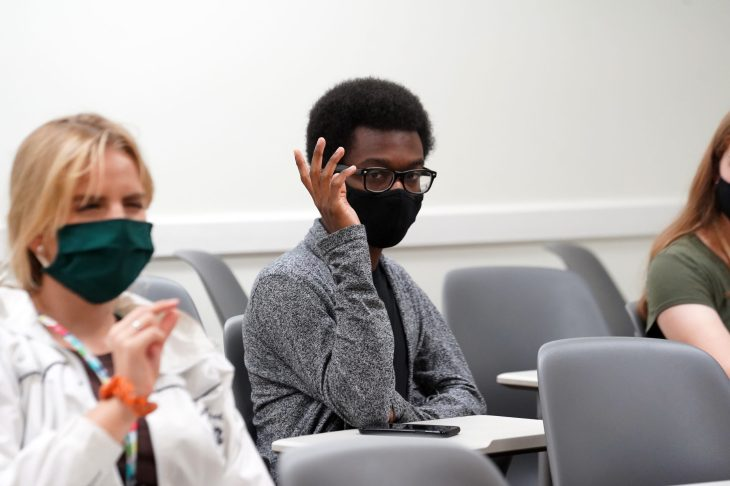 Freshmen Kelly Simons (left) and Davy Washington participate during the Common Experience discussion session. Photo by Suzanne Carr Rossi.