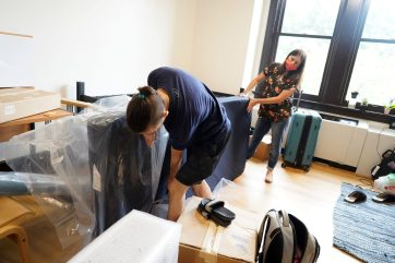 UMW first-year student William Hendrickson of Virginia Beach unwraps his mattress with help from mother Michelle. Photo by Suzanne Carr Rossi.