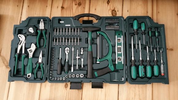 Werkzeugkasten für den Schrankaufbau