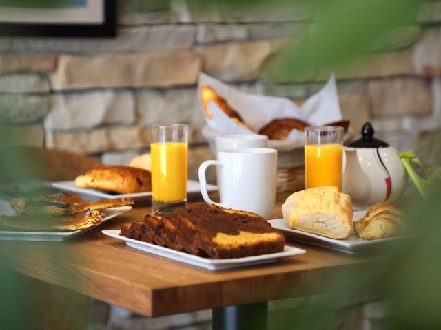 Un Hôtel sur Le Port - La Rochelle - Petit-déjeuner buffet