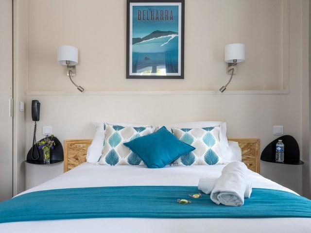 lit de la chambre privilège - Un hôtel sur le Port